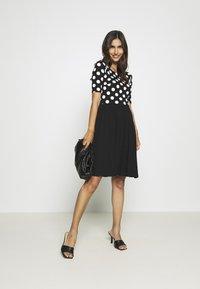 Anna Field - BOAT NECK PRINT DRESS WITH SOLID SKIRT - Trikoomekko - black/white - 1