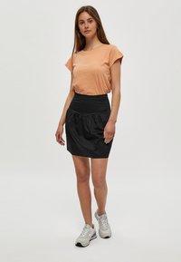 Minus - LETI - Basic T-shirt - tropical peach - 1