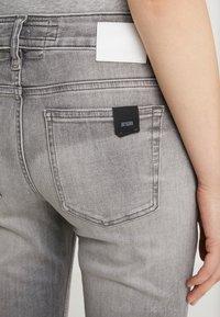 DRYKORN - NEED - Jeans Skinny - grey denim - 4