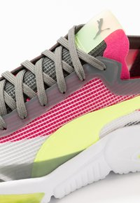 Puma - LQDCELL OPTIC XI  - Neutral running shoes - white/ultra gray/fizzy yellow - 5