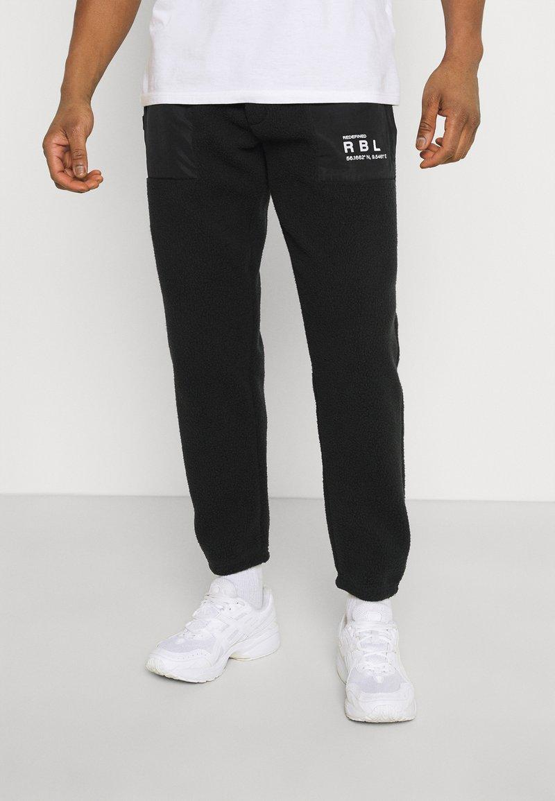 Redefined Rebel - EDRIC PANTS - Tracksuit bottoms - black