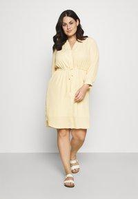 Selected Femme Curve - SLFAMINA DRESS CURVE - Day dress - sandshell - 0