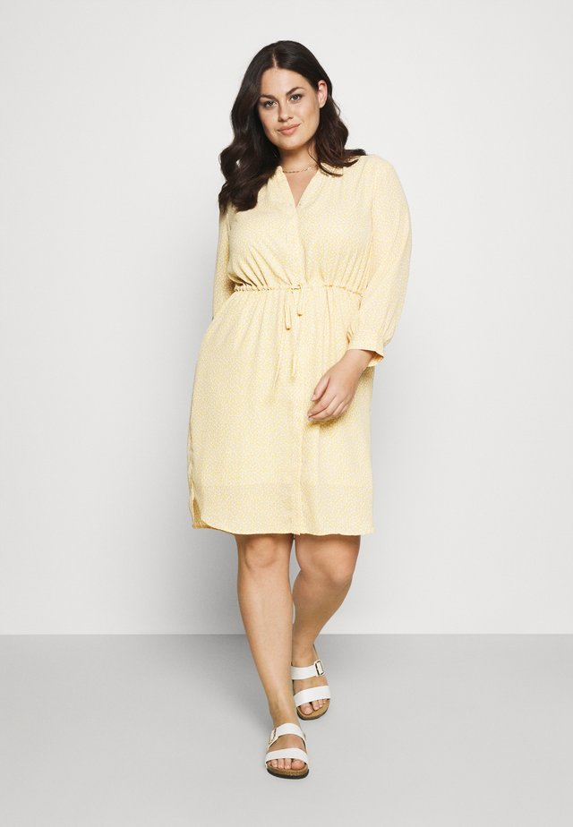 SLFAMINA DRESS CURVE - Korte jurk - sandshell