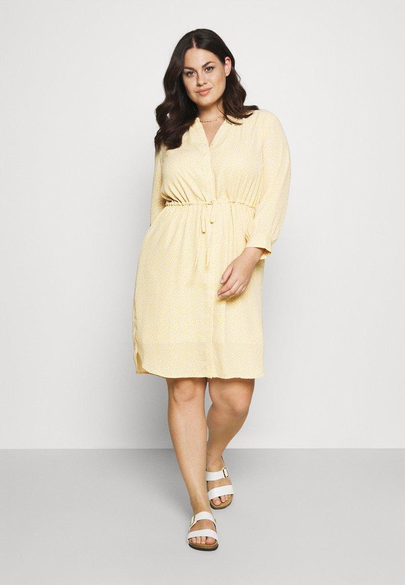 Selected Femme Curve - SLFAMINA DRESS CURVE - Day dress - sandshell