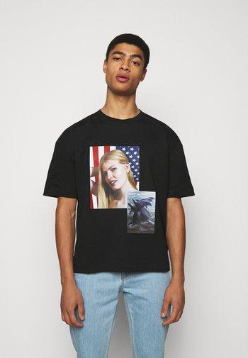 SPIRIT DOUBLE DOLPHIN ROE ETHRIDGE - T-shirt imprimé - black