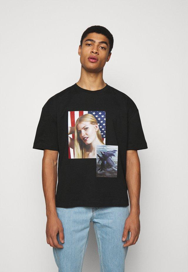 SPIRIT DOUBLE DOLPHIN ROE ETHRIDGE - T-shirts med print - black