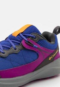 Columbia - YOUTH TRAILSTORM UNISEX - Hiking shoes - light grape/bright plum - 5