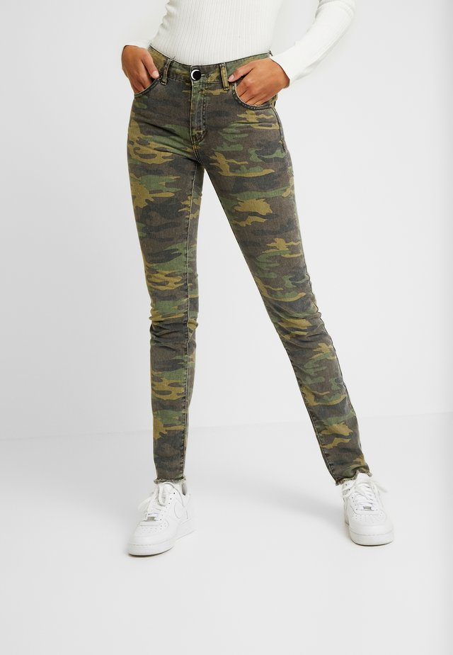 MILITARY MOONCHILD - Jeansy Slim Fit - coloured denim/khaki
