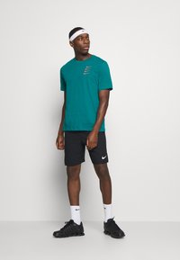 Nike Performance - TEE PROJECT  - T-Shirt print - bright spruce - 1