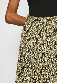 Moss Copenhagen - KAROLA RAYE SKIRT - A-line skirt - black - 4