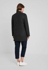 Vero Moda Curve - VMBRUSHED KATRINE  - Krátký kabát - dark grey melange - 2