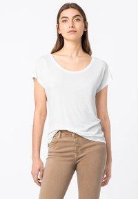 HALLHUBER - WEIT GESCHNITTENES - Basic T-shirt - offwhite - 0