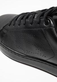Lacoste - CARNABY EVO LIGHT - Sneakers basse - black - 5
