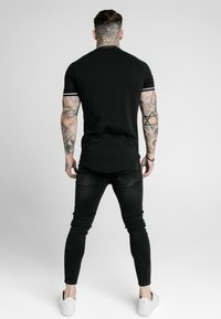 SIKSILK - SIGNATURE PIPED TECH TEE - Print T-shirt - black - 2