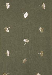 ONLY Carmakoma - CAREMA - T-shirts med print - kalamata - 5
