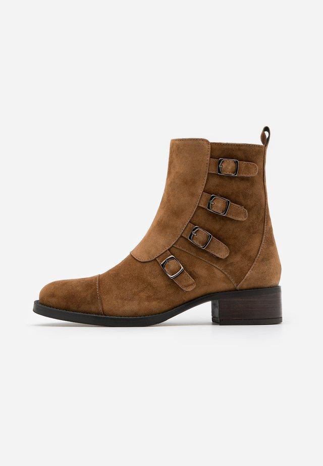 ALAIN - Classic ankle boots - cognac