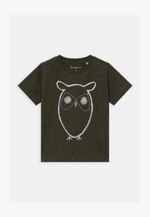 FLAX OWL - Triko spotiskem - olive