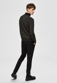 Selected Homme - SLHAIDEN  - Maglione - dark green - 2