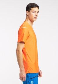 Haglöfs - Print T-shirt - flame orange - 2