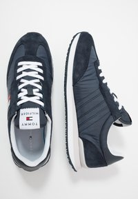 Tommy Hilfiger - MIX RUNNER STRIPES - Trainers - blue - 1
