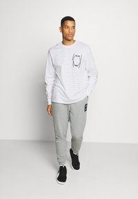 Puma - HOOPS TEE - Long sleeved top - white - 1