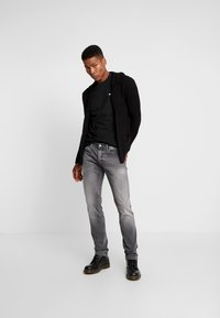 Tommy Jeans - SCANTON - Slim fit -farkut - nostrand grey - 1