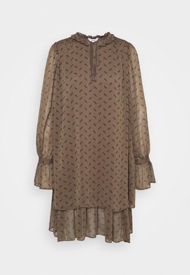 MELINNA - Korte jurk - tamrina