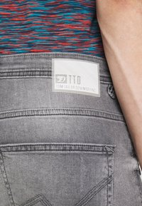 TOM TAILOR DENIM - TAPERED CONROY  - Jeans Tapered Fit - mid stone grey - 6