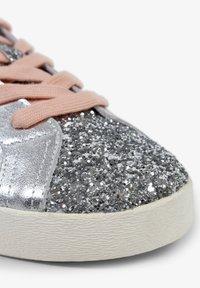 Scalpers - LIA - Sneakersy niskie - metal - 6