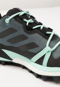 adidas Performance - TERREX SKYCHASER LT GTX - Chaussures de marche - ash grey/core black/clear mint - 5