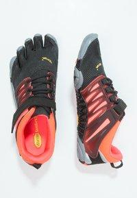Vibram Fivefingers - Chaussures d'entraînement et de fitness - black/coral/grey - 4