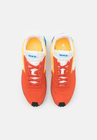 Nike Sportswear - D/MS/X WAFFLE - Tenisky - mantra orange/white/laser orange/photo blue/sail - 5
