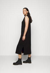 Vero Moda Curve - VMEDEN CALF DRESS CURVE - Jersey dress - black - 3