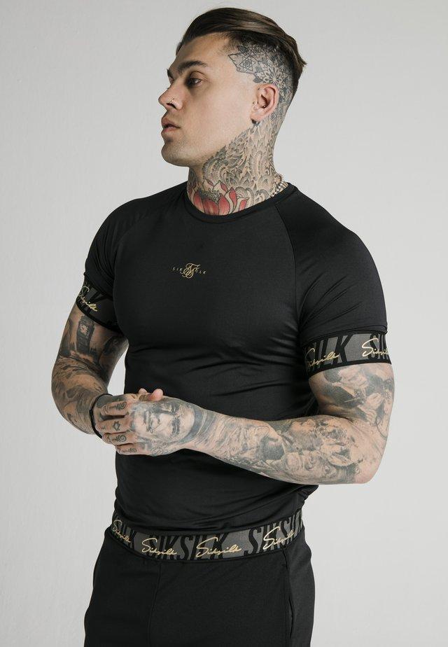 SCOPE TAPE TECH TEE - T-shirt z nadrukiem - black