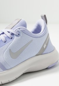 Nike Performance - FLEX EXPERIENCE RN 8 - Minimalist running shoes - lavender mist/atmosphere grey/purple agate/vast grey - 5