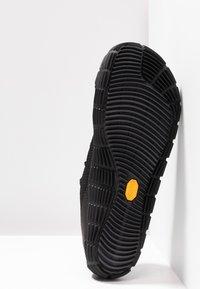 Merrell - MOVE GLOVE - Minimalist running shoes - black - 4