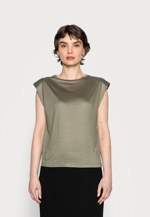 SUWANI - Basic T-shirt - soft moss