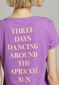 TOM TAILOR DENIM - Print T-shirt - light berry - 3
