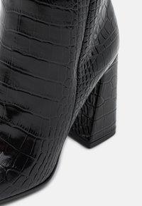 KARL LAGERFELD - LEG BOOT EXOTIK - Kozačky na vysokém podpatku - black - 4