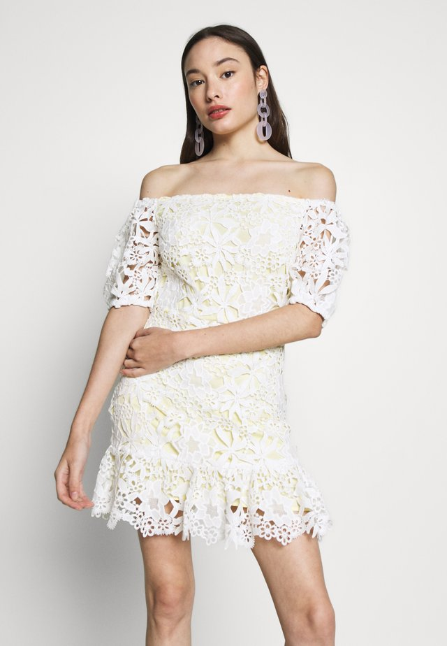 LACE BARDOT MINI DRESS - Cocktailkjoler / festkjoler - lemon