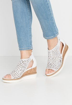 DA.-SANDALETTE - Wedge sandals - white
