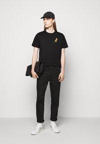 PS Paul Smith - MENS REG FIT DINO SMALL - Print T-shirt - black - 1