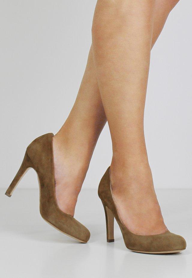 CRISTINA - Zapatos altos - cognac
