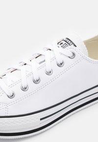 Converse - CHUCK TAYLOR ALL STAR PLATFORM  - Trainers - white/black/egret - 5