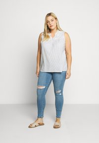 Lost Ink Plus - IN CADET WASH WITH RIPS - Jeans Skinny Fit - light denim - 1