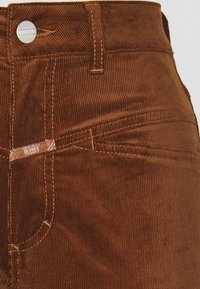 CLOSED - PEDAL PUSHER - Trousers - antique wood - 4