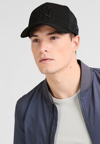 New Era - CLEAN TRUCKER - Cappellino - black - 1