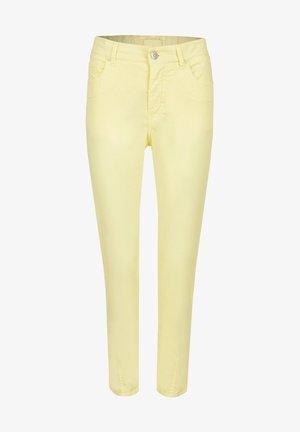 'TAMA CROPPED'  - Slim fit jeans - gelb
