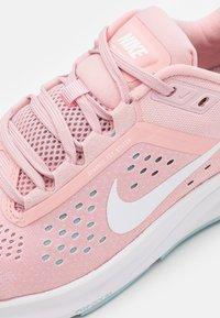 Nike Performance - AIR ZOOM STRUCTURE 23 - Stabilní běžecké boty - pink glaze/white/ocean cube - 5
