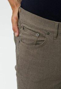 BRAX - CHUCK - Trousers - beige - 4